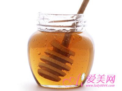 早上喝蜂蜜水需配早餐 巧喝蜂蜜有助养生