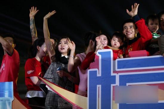 高清 恒大土豪太太团 夺冠后曝光率媲美娱乐圈二线女星