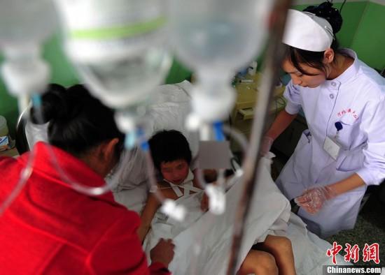 河北曲阳一8岁男童惨遭父亲割喉图片