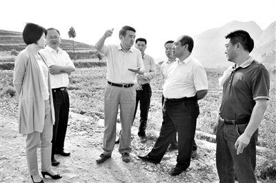 2013年5月,遵义市委书记廖少华在习水县调研。