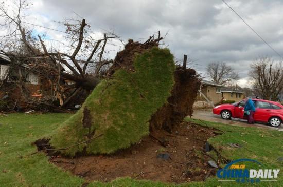 美国中西部遭龙卷风袭击 受损地区场面震撼(图)