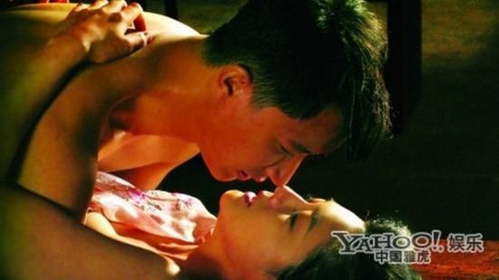 影视剧中大尺度激情照:章子怡野地乱战
