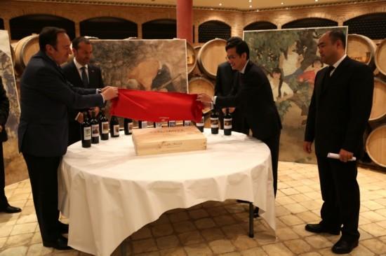 里奥哈省长为红酒揭幕