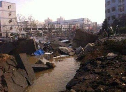 黄岛爆炸已经致6人遇难40余人伤 重卡被掀翻(图)