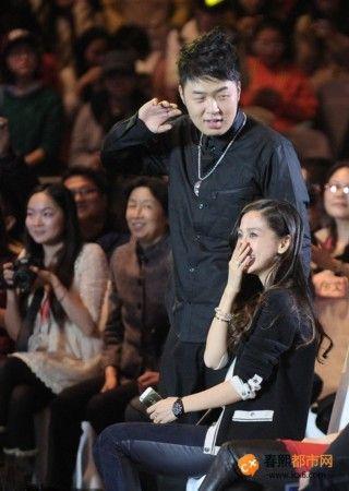 杜海涛下跪权志龙遭网友灌水爆吧 骂起无节操无下限或遭封杀