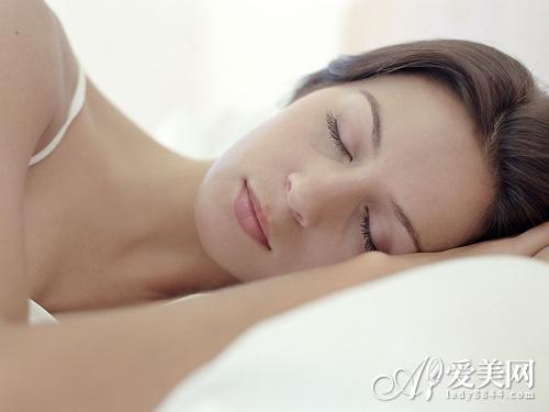 好睡眠有助大脑排毒 做好7件事 睡足