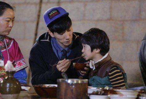 张亮写亲笔信为儿子天天庆生 要做梦想爸爸--安