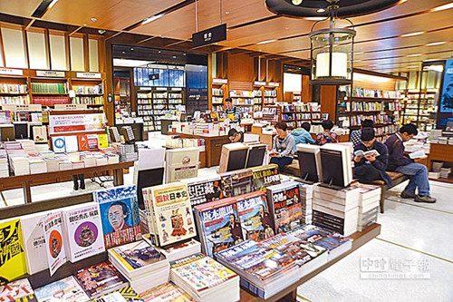 诚品书店为台湾大型连锁书店之一,本着人文、艺术、创意、生活的初衷,如今已成为台湾文化创意产业的代表。图片来源:台湾《旺报》