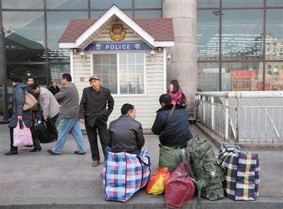 """北京西站""""刀片帮""""互助盗窃分赃"""
