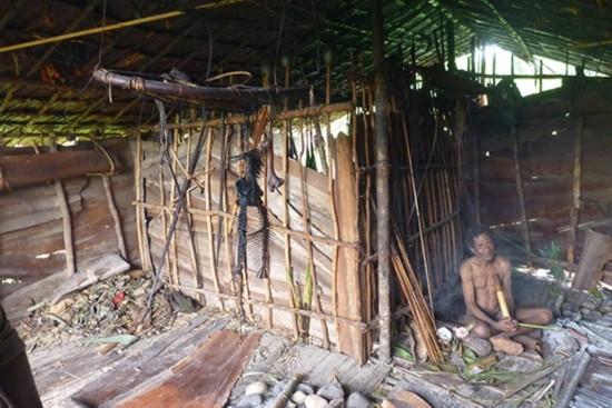 揭秘新几内亚岛食人族 部落女人等级次于男人