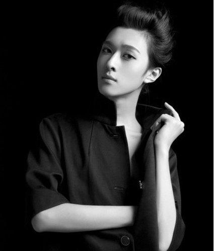 18岁男子赵一铭因美貌爆红韩国