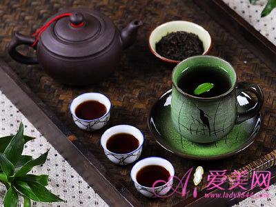 绿茶中的茶多酚是抗辐射物质,可减轻各种辐射对人体的不良...