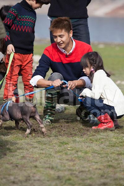 参加小猪赛跑比赛