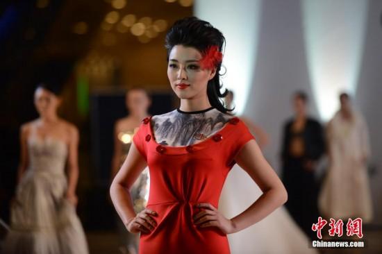 中外模特共同演绎成都-(纽约)国际时装周