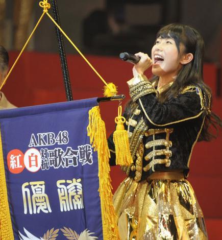 """轻松 获胜 红白 歌会 对抗 akb48/原标题:""""第3届AKB48红白对抗歌会"""":白组轻松获胜"""