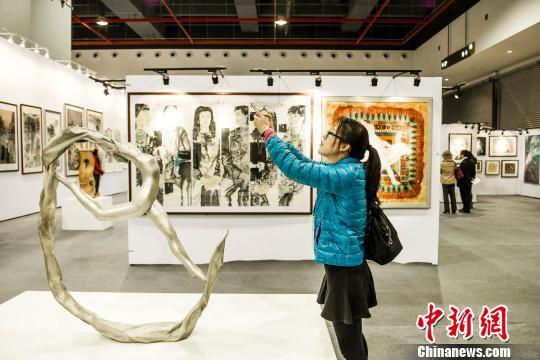 第二届大艺博开幕2000件大学生艺术作品探市场