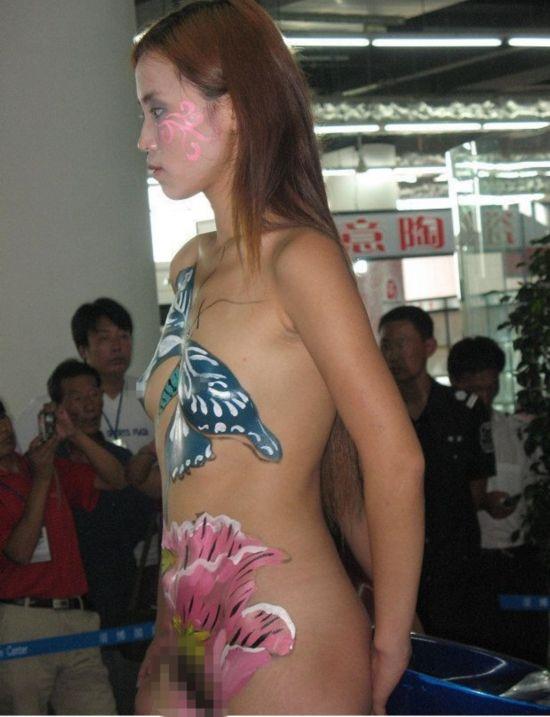 陶瓷博览会上美女全裸做瓷