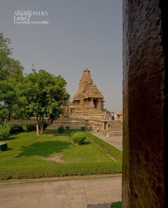 各种大尺度春宫浮雕!印度性爱神庙令人脸红心