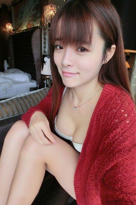 青涩小萝莉走红网络 14岁上大学遭质疑图片