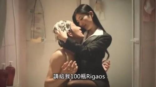 性感女星坛蜜挑战同性吻戏