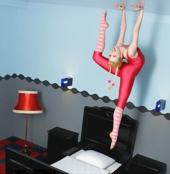 世界最柔软女子拍性感日历 12个人体极限造型