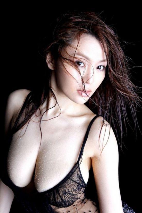 那就是湿身沐浴 雪肌巨乳的美女们在水中肆意撩拨