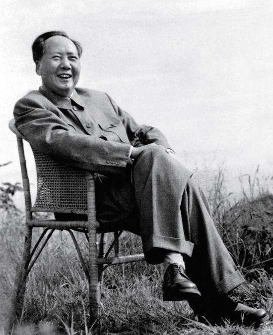 毛泽东工资不够用和江青AA 唯一享受就是抽烟