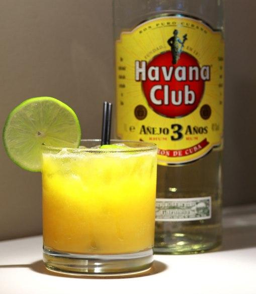 遥�9�9iny�c:(_toiny\'s punch cocktail 陈年哈瓦那朗姆酒与百香果,芒果混合,最后再