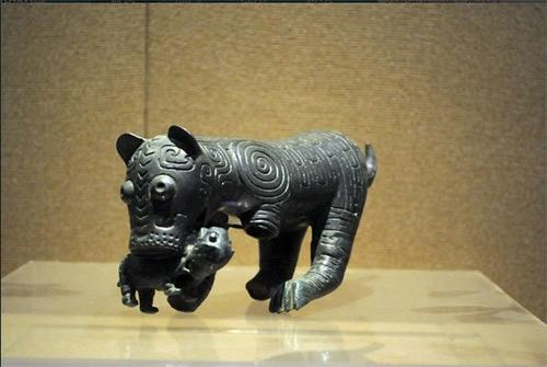03 宝鸡青铜器博物馆馆藏青铜老虎