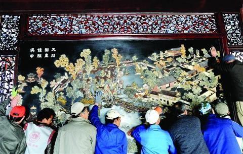 1985年漆雕留园记修复正面镶2500块玉石