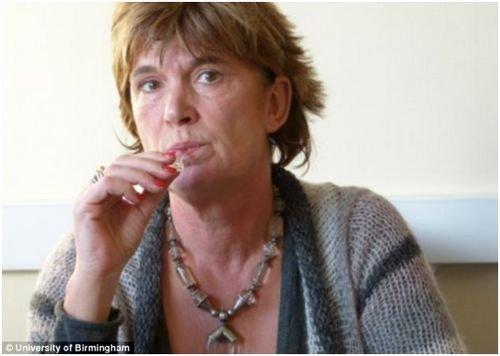 """英国研制抽烟""""测谎仪"""": 唾液检测你有没有吸烟"""