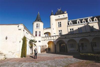 法国波尔多大河城堡酒庄。去年12月20日,中国富商郝琳夫妇以3000万欧元的代价收购了这家酒庄。