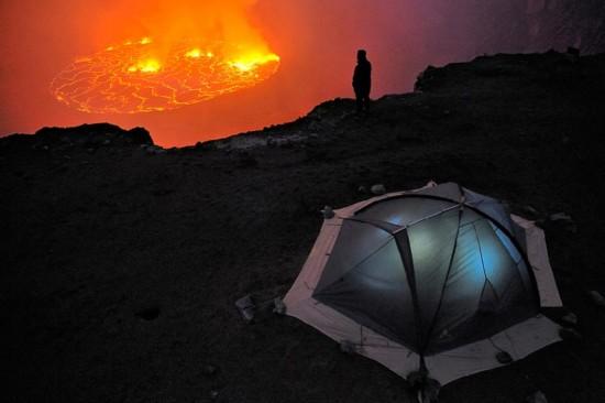 """高清:探访世界最大熔岩湖""""魔鬼的高炉""""神秘壮观【2】"""
