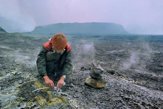 """高清:探访世界最大熔岩湖""""魔鬼的高炉""""神秘壮观【6】"""