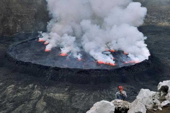 """高清:探访世界最大熔岩湖""""魔鬼的高炉""""神秘壮观【4】"""