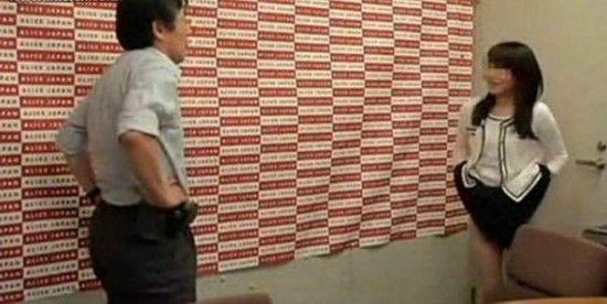 乱性护士黄色电影av_av女优面试现场:脱衣赤裸被摸展示性技巧