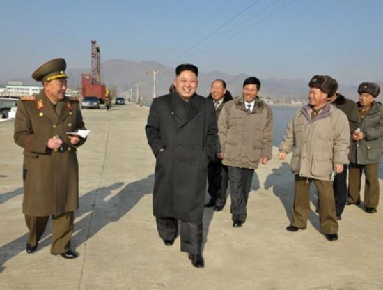 金正恩是先军朝鲜的伟大太阳 肩负人民未来