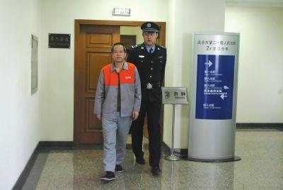 苏顺虎被带出法庭。京华时报记者蒲东峰摄