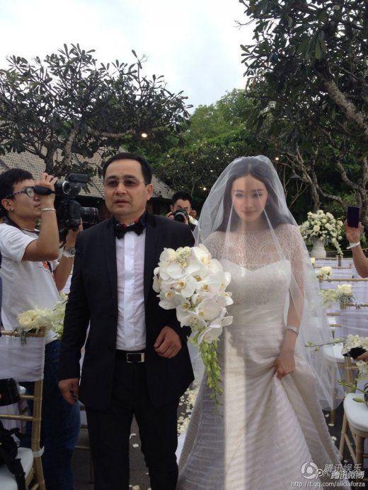 [提要]  1月8日下午,杨幂和刘恺威的婚礼在巴厘岛宝格丽酒店举行.