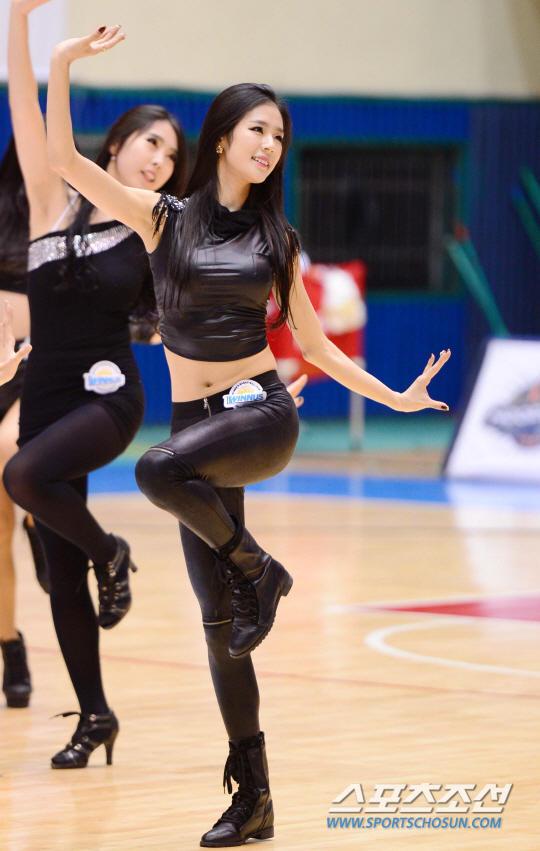组图:韩棒球女神率篮球宝贝性感热舞展诱惑