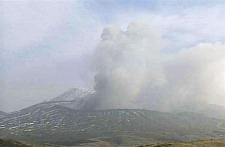 日本熊本县・阿苏山1月13日下午发生小规模喷发。