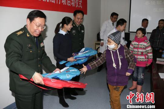 世界冠军张亚雯重庆化身儿童抗癌爱心大使鼓励患癌儿童