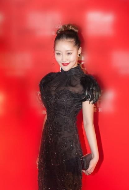 中国好声音学员徐海星整容面目全非背景尖到皮肤性感下巴图片