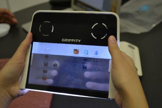 首款透明屏幕平板试玩:可支持背面操作
