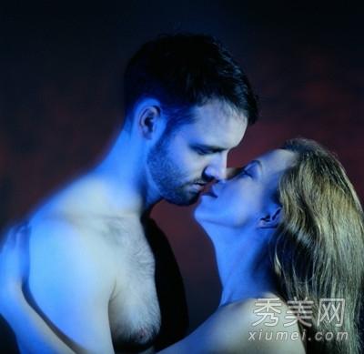 两性养生:靠墙式对坐式六种性爱姿势 强效健身