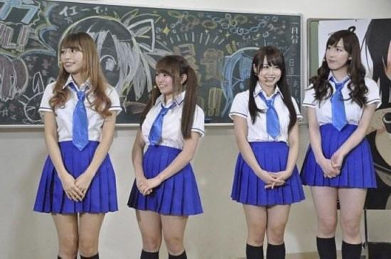 日本最无节操发布会 学生妹被当众扒衣