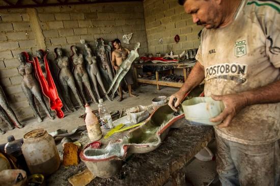 委内瑞拉整形店摆巨胸教程吸引顾客整容魔趣v教程模特图片