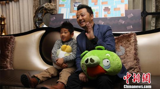 中文版《愤怒的小鸟》24日上线郭涛父子亮相推荐