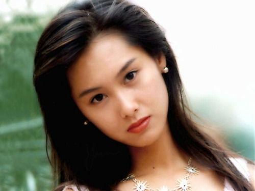 蔡依林 佟丽娅/1992年,朱茵接拍了自己的第一部电影《逃学威龙》,从而认识了...