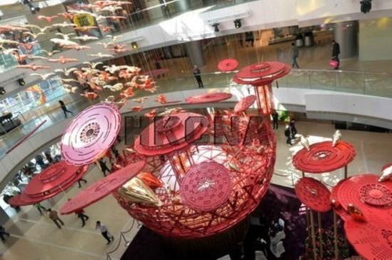 巨型鸟巢空降香港商场 引来喜雀迎新春
